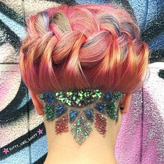 Want to take your undercut to the next level? Just add glitter, like @gitty_und_goeff!
