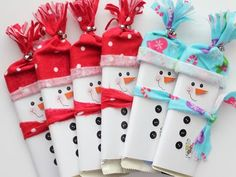 These are so adorable. They're made using My Digital Studio by Stampin Up also with some felt. I might give these a try next year! Original post includes a video tutorial. Christmas Candy Bar, Christmas Gift Wrapping, Diy Christmas Gifts, Christmas Art, Christmas Themes, Christmas Decorations, Snowman Crafts, Holiday Crafts, Candy Crafts