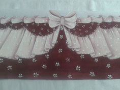 Pano de copa em tecido estilotex, 50 cm com barrado pintado a mão. Pronto pra pintar ou bordar
