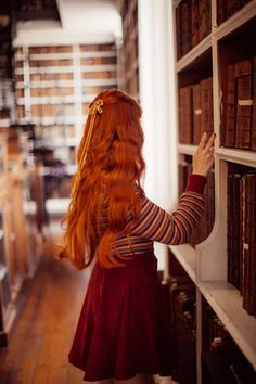A Cozy Library Look – Most Comfortable Things Cozy Aesthetic, Aesthetic People, Aesthetic Girl, Aesthetic Clothes, Cozy Library, Summer Outfits, Cute Outfits, Ginger Girls, Girls With Red Hair