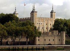 Beşinci anıt İngiltere'den… 1000 yıllık Londra Kalesi ya da uzun adıyla Majestelerinin Kraliyet Sarayı ve Kalesi yıllık 2 milyon ziyaretçisiyle 56 milyar sterlin ediyor.