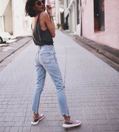 Jeans summer jeans, mom jeans outfit summer, casual summer outfits with . Street Style Outfits, Mode Outfits, Jean Outfits, Casual Outfits, Fashion Outfits, Womens Fashion, Outfits With Mom Jeans, Fashion Ideas, Fashion Trends