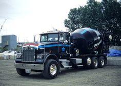 Kenworth custom T800 quad axle mixer Mack Trucks, Semi Trucks, Big Trucks, Kenworth T800, Cement Mixer Truck, Hot Black Women, Old Lorries, Concrete Mixers, Road Train