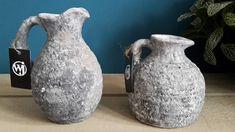 Heerlijk landelijk deze kannetjes. Ze lijken wel honderden jaren oud. Waar ga jij ze weg zetten? Vase, Home Decor, Decoration Home, Room Decor, Vases, Home Interior Design, Home Decoration, Interior Design, Jars