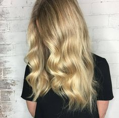 A lush #blonde by @christine_rowe_colouristand styling by @amber_edwardsandco @theemergingcompany.  #edwardsandco #edwardsandcosurryhills