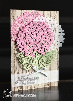 Und noch ein Kärtchen mit Hortensien habe ich für Euch :-) Diesen Mal habe ich die schöne neue Farbe Zarte Pflaume verwendet, um die Blüten zu gestalten. Eine der drei Blüten ist aus Vellum ausgest…