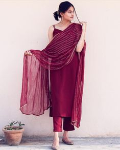 Party Wear Indian Dresses, Designer Party Wear Dresses, Indian Bridal Outfits, Kurti Designs Party Wear, Dress Indian Style, Indian Wear, Casual Indian Fashion, Indian Fashion Dresses, Indian Designer Outfits