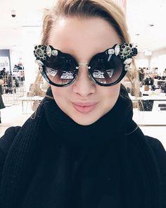 Amazing Sexy Prada Summer Sunglasses for Girls Girl With Sunglasses, Trending Sunglasses, Summer Sunglasses, Stylish Sunglasses, Sunglasses Outlet, Sunglasses Women, Prada Sunglasses, Fashion 2017, Teen Fashion