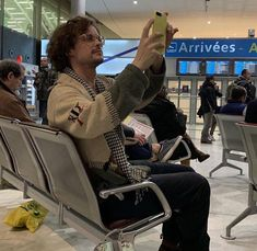 """""""I'm taking a picture to show you how beautiful you are."""" He says, catching me blushing furiously he laughed. Spencer Reid Criminal Minds, Dr Spencer Reid, Criminal Minds Cast, Dr Reid, Matthew Gray Gubler, White Boys, White Man, Pretty Boys, Beautiful Boys"""
