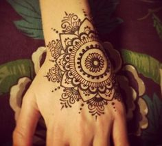 Mehndi become an art and culture. Mehndi is not famous only among women but also in kids. Mehndi Designs for Kids 2016 that you would love to try and will satisfy your kid :). Henna Tattoos, Henna Mehndi, Tattoos Mandalas, Henna Ink, Et Tattoo, Henna Body Art, Symbol Tattoos, Mehndi Tattoo, Henna Tattoo Designs