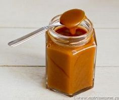 A quick and easy Caramel Sauce (in Dutch) Dutch Recipes, Sweet Recipes, Snack Recipes, Baking Recipes, Caramel Bonbons, Sticky Pudding, Toffee Bars, Sweet Pie, Pie Cake