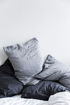 pillow shams : light grey, dark grey, cool greys, white. {^ bourgeois.bohemianism}