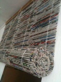 The crafting possibilities with newspaper never end! Make some DIY roman blinds . The crafting possibilities with newspaper never end! Make some DIY Roman blinds from rolled newspaper strips. , The crafting possibilities with newspa. Upcycled Crafts, Diy And Crafts, Yarn Crafts, Recycled Magazine Crafts, Plastic Bag Crafts, Handmade Crafts, Ideas Paso A Paso, Papier Diy, Recycled Magazines