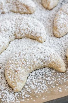 Vanillekipferl (German Vanilla Crescent Cookies) are traditional German Christmas Cookies made with ground nuts and dusted with vanilla sugar! They are tender, nutty and melt in your mouth. A perfect cookie to make ahead that's always a hit. Vanilla Cookies, Almond Cookies, Sugar Cookies Recipe, Yummy Cookies, Vanilla Sugar, Cookie Recipes, Dessert Recipes, German Christmas Cookies, German Cookies