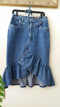 Reconstructed Asymmetrical Jean Skirt with Ruffle I made this skirt from a pair of reclaimed retro jeans with a high waist. This denim is heavy, stiff, and not stretchy. Cotton Size on tag: Lawman, Size Refaçonner Jean, Japanese Minimalist, Jeans Rock, Refashioning, Ruffle Skirt, Jeans Dress, Skirt Outfits, Modest Outfits, Summer Outfits