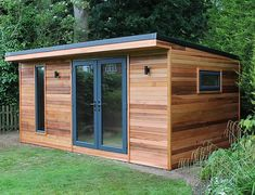 A beautiful cedar clad garden building called the Crusoe Cabane In order to have an excellent Modern Garden Decoration, it's … Backyard Office, Backyard Sheds, Garden Office, Building A Sauna, Contemporary Garden Rooms, Tyni House, Bar Shed, Garden Cabins, Diy Shed Plans