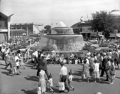 The Princess Margaret fountain, where kids were often told to go, if lost.to be met by parents. Canadian History, O Canada, Princess Margaret, Good Times, Vintage Photos, Fountain, Toronto, Nostalgia, Parents