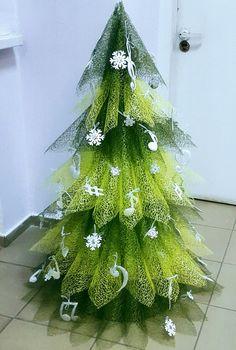 Zdjęcia na ścianie Swetłana – 788 zdjęć Christmas Tree Topiary, How To Make Christmas Tree, Unique Christmas Trees, Alternative Christmas Tree, Pink Christmas, Xmas Tree, Christmas Wreaths, Christmas Ornaments, Tree Crafts