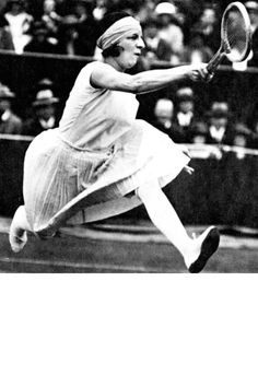 """Suzanne Lenglen, tennis phenomena and patron of Patou—true, but like saying Elizabeth Taylor """"was married. A six-time Wimbledon winner, Lenglen was the first woma… Tennis Dress, Tennis Clothes, Nike Clothes, Tenis Retro, Tennis Photos, Vintage Tennis, Vintage Sport, Style Sportif, Montages"""