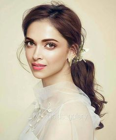 Actress that really shines in the industry is Deepika Padukone Beautiful Bollywood Actress, Most Beautiful Indian Actress, Beautiful Actresses, Indian Celebrities, Bollywood Celebrities, Bollywood Fashion, Bollywood Stars, Deepika Padukone Latest, Deepika Padukone Style