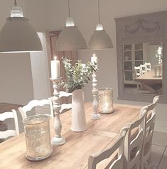 The dining room lighting is probably one of the most important features of your dining room decor. So, find out how you can elevate your dining room design with the most amazing dining room chandeliers! Shabby Chic Kitchen, Shabby Chic Homes, Shabby Chic Decor, Shabby Chic Dinning Room, Modern Shabby Chic, Country Dining Rooms, Style At Home, Sweet Home, Beautiful Dining Rooms