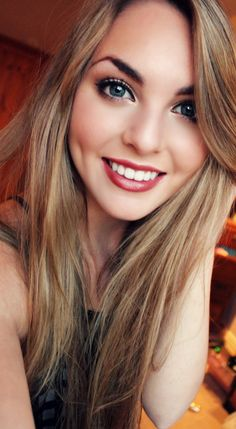 Favourite Makeup Look for Fall! Deeper rusty red lip, rosy cheeks and light bronzy smokey eye! - Jackie Wyers