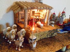 statuine natalizie in sughero - Cerca con Google Cork Crafts, Xmas Crafts, Diy And Crafts, Festival Decorations, Christmas Decorations, Christmas Nativity, Christmas Ornaments, Nativity Stable, School Projects