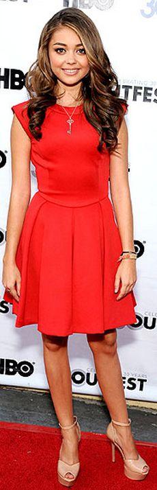 Sarah Hyland: Dress – Ted Baker    Shoes – Sam Edelman