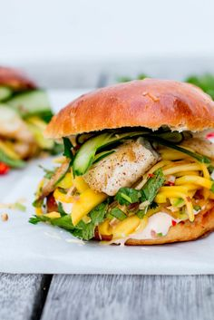 Thai Fish Burgers with Green Mango & Papaya Slaw - The Brick Kitchen Papaya Recipes, Fish Recipes, Seafood Recipes, Healthy Recipes, Sandwich Recipes, Healthy Food, Fish Burger, Burger Buns, Seafood