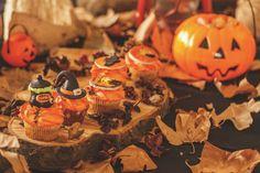 Süßes oder Saures, Spukhäuser, lustige Kostüme und die Taschen voller Süßigkeiten... Klar, dass Kinder Halloween einfach wunderbar finden. Mit der richtigen Vorbereitung wird das Fest zu einem echten Highlight! 🎃👻🕷️ Pumpkin Carving, Amazing, Fun Costumes, Kid Halloween, Carving Pumpkins, Bags, Tips, Pumpkin Carvings