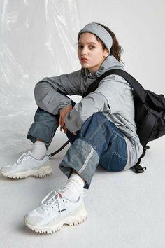 UMBRO BUMPY White Unisex Sneakers [US6 / 240CM / EUR 38 / UK 5] | eBay Body Reference Poses, Pose Reference Photo, Hand Reference, Female Reference, Fashion Poses, Fashion Outfits, Fashion Trends, Fashion Edgy, Fashion 2018