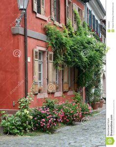 fa ade ocre rouge avec jardini re couleurs mariage pinterest photos et rouge. Black Bedroom Furniture Sets. Home Design Ideas