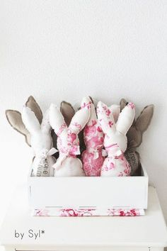 Shabby Chic Bunny Easter decoration found as a retail item; picture inspiration only for Toile fabric Hoppy Easter, Easter Bunny, Easter Eggs, Baby Bunnies, Easter Projects, Craft Projects, Garden Projects, Diy Ostern, Vintage Easter