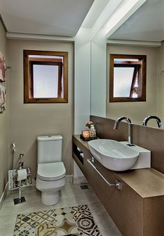 Decoração de casa, casa, casa com varanda. Banheiro, lavabo, tons neutros, cuba branca.