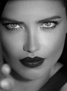 The beauty of Adriana Lima Most Beautiful Faces, Beautiful Lips, Adriana Lima Face, Black And White Face, Black And White Portraits, Mannequins, Woman Face, Pretty Face, Beauty Women