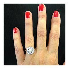 Laissez-vous envoûter par cette bague en diamants et or gris. Designée par @christophe_lhote #bague #ring #fashion #beautiful #elegance #amour #love #jewels #creation #createur #diamants #orgris #jotd