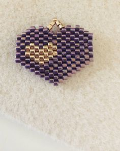 We all should have a sophisticated heart ❤ #miukabykrisarte #miyuki #miyukibeads #miyukiaddict #beads #seedbeads #missangas #perlesandco #necklace #brickstitch #jewelry #sophisticatedjewelry #heart #sophisticatedheart #gold #goldheart #handmade #handmadejewelry #crafts #artesanato #feiradeartesanato #pracadocomercio #terreirodopaço #lisboa #lisbon #portugal #madewithlove @lulu_and_the_little_pea pattern