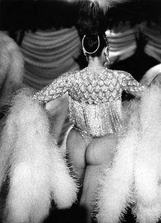 Fesses et plumes, Lido novembre 1969. ¤Robert Doisneau. Atelier Robert Doisneau | Offical website