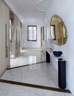 Awesome Modern Home Corridor Design, das Sie inspirieren – Corridor 2020 Foyer Design, Entry Way Design, Hallway Designs, Tile Design, Design Design, Design Trends, Famous Interior Designers, Modern Home Interior Design, Design Your Home