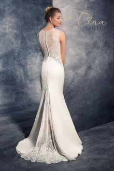80e615a473a58 Tina Valerdi  wedding dress  bridal  stunning  beautiful. DAYNA♡ · GOWNS ·  short wedding dresses look simple Matrimonio Informale