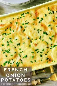 A creamy, cheese scalloped potato casserole that only uses 4 ingredients. So easy to make, yet packed full of flavor - French Onion Scalloped Potatoes Bake Scalloped Potato Casserole, Onion Casserole, Potatoe Casserole Recipes, Potato Recipes, Vegetable Recipes, Vegetarian Recipes, Cooking Recipes, Vegetable Bake, Vegetable Slice