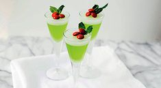 15 Holiday Drinks and Shots to Try this Season  16 - https://www.facebook.com/diplyofficial