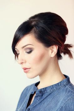 A ponytail hairstyle for short hair - Hair Styles 2019 Medium Hair Ponytail, Easy Updos For Medium Hair, Ponytail Hairstyles, Diy Hairstyles, Medium Hair Styles, Short Hair Styles, Hairstyle Tutorials, Short Ponytail, School Hairstyles