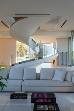How to choose and buy a new and modern staircase – My Life Spot Dream House Interior, Luxury Homes Dream Houses, Interior Stairs, Home Interior Design, Home Stairs Design, Dream Home Design, Stair Design, Bungalow House Design, Modern House Design