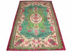 www.aksaraycarpet.com #carpet #rug #vintage #handmade #handwoven #etsy  Turkish Vintage Rug With Medallion Design 115 x 78