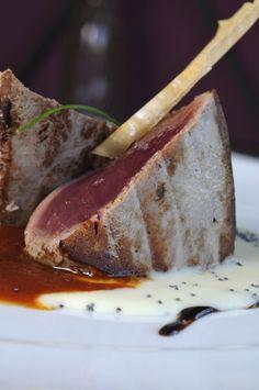 Atún rojo a la plancha con arrope de tomate y puré trufad (Restaurante El Pradal, Madrid)