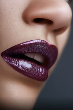 The color of lips is an important part of beauty makeup. If you feel stuffy, you can wear gloss to attract attention to your mouth. Lipstick Shades, Lipstick Colors, Lip Colors, Lip Makeup, Beauty Makeup, Female Lips, Love Lips, Kissable Lips, Glossy Lips