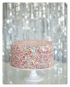 Sprinkles are fun, *fabulous* and easy to use! Sprinkles Shower from Amy Jordan + BASH by Brenly Pretty Cakes, Beautiful Cakes, Cake Cookies, Cupcake Cakes, Cupcakes Lindos, Decoration Patisserie, Amy And Jordan, Sprinkle Shower, Sprinkle Party