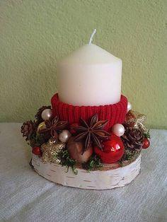 -sviečka na brezovom podstavci s červeným roláčikom, ozdobená guličkami, šiškami, orieškami... ...
