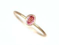 PINK SAPPHIRE RING Hign-end handcrafted 14K gold ring with a square brilliant oval sapphire (0.2ct / 3.3mm X 4.5mm). 1mm in width.
